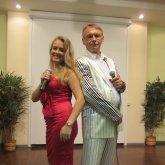 <p>Светлана Белякова и вокалист Александр Клюев</p>