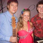 <p>Светлана Белякова,гитарист Олег Кио и клавишник Евгений&nbsp;</p>